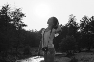 Happy-young-woman-in-nature_Summer__IMG_8848_PRO-580x386